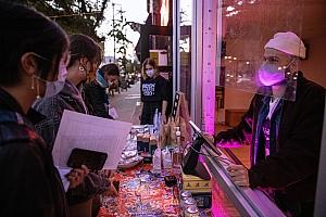 布鲁克林一家挣扎求生的餐馆:疫情中美国餐饮业的缩影