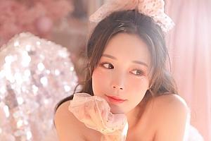 漂亮粉嫩学生妹衬衫萝莉写真图片