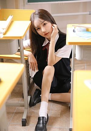 初恋气质校园美女眼镜娘黑丝美腿粉嫩清纯写真